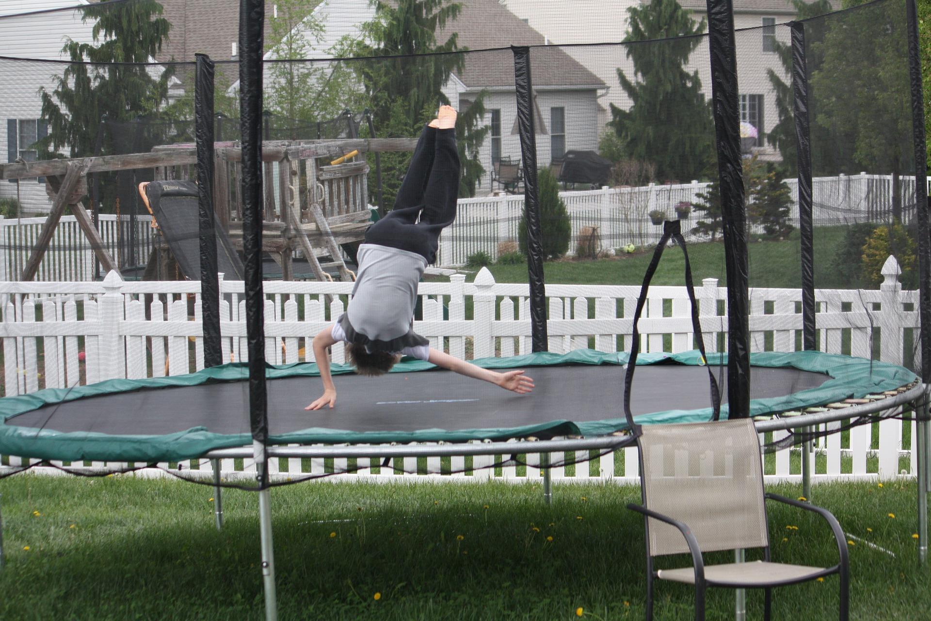 trampoline-1157867_1920