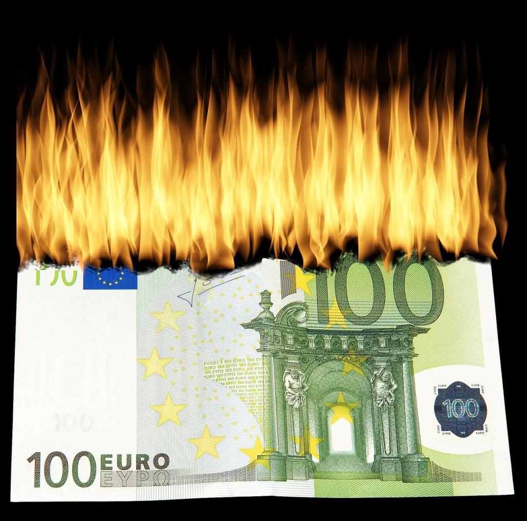 burn-money-1463224_1280